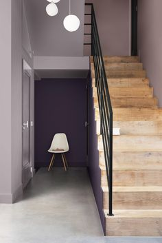 How to decorate with Dulux Colour of the year 2018 Heart Wood a grey-pink or grey-mauve colour that is both comforting and inviting. It represents the warmth of natural wood. Turn your home into a cocoon, a sanctuary. Interiors tips and ideas, home decor Hallway Colour Schemes, Hallway Paint Colors, Paint Color Schemes, Estilo Interior, Best Interior, Interior Design, Interior Stairs, Luxury Interior, Dark Interiors