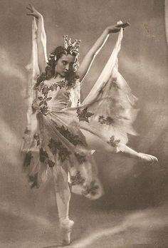 "Ninel Yastrebova of the Kirov Ballet as the Autumn Fairy in ""Cinderella"" (circa 1940s)"