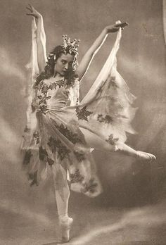 "Ninel Yastrebova of the Kirov Ballet as the Autumn Fairy in ""Cinderella"" (circa 1940s)"