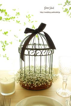 Simple n cute Wedding Table Flowers, Wedding Centerpieces, Wedding Favors, Diy Wedding, Wedding Decorations, Deco Champetre, Bird Cages, Wedding Welcome, Decoration Table