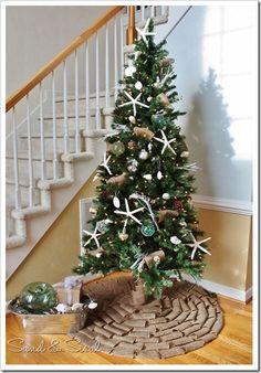 Simply stunning no-sew Christmas tree skirt from Kim at SandAndSisal.com   this kinda looks like my tree!