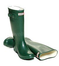 Women's Green HUNTRESS wider calf fitting wellies - Same style as the Hunter Original Boots, but shorter in height and with a wider, more generous calf. In women's sizes: UK EU Hunter Wellington Boots, Wellies Boots, Hunter Original, Hunter Boots, Rubber Rain Boots, Calves, Lady, Green, Shoes