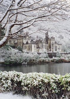 It's beginning to look a lot like Christmas…! How beautiful does Kylemore Abbey, County Galway, look? Just enough snow to dust the walls with a festive sparkle.