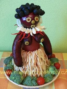Salámová krasavice Food Art, Teddy Bear, Christmas Ornaments, Holiday Decor, Desserts, Food Crafts, Drink, Kitchens, Guy Gifts