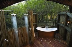 My dream home, if it were in the right climate and had mad privacy, would have an outdoor shower. 9 Dreamy Outdoor Shower Ideas for Every Home (Not Just at the Beach! Outdoor Bathtub, Outdoor Bathrooms, Outdoor Rooms, Outdoor Living, Outdoor Decor, Outdoor Showers, Rustic Outdoor, Hotel Bathrooms, Outdoor Bars