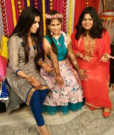 Sonu Mehandi Artist is a specialist and 17+ years of experience to make any kind of Mehndi Design. We are located at H- 10, Rajouri Garden, Delhi.