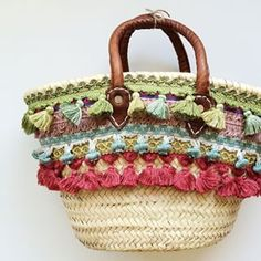 Baskets. Capazo decorado.