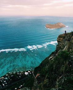 Adventure to new heights this weekend! Lucky We Live Hawaii moments with @kingofmongols & @adaebela #adventurewithLWLH #luckywelivehawaii