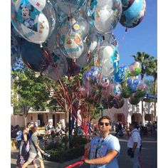 I guess you could say I love Disneyland ....and balloons by toneslice_2.0