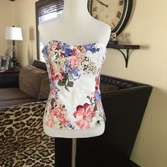 Beautiful floral Bustier So Pretty, very flattering, soft material, side zip. White House Black Market Tops Tank Tops