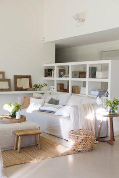 salon blanco con estantería de obra 00461807 O Interior Design Living Room, Living Room Designs, Living Spaces, Living Rooms, Style At Home, Minimalist Living, Home Fashion, Room Decor, House Styles