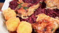 In Thymianhonig glasierte Weihnachtsente mit Kartoffelknödeln und Rotkohl