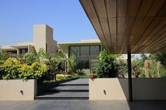 The+Urbane+House+by+Hiren+Patel+Architects