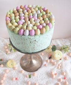 Pastellin värinen kakku on näyttävän näköinen. Baking Recipes, Cake Recipes, Dessert Recipes, Raw Desserts, Delicious Desserts, Sweet Pastries, Painted Cakes, Sweet Cakes, Easter Recipes