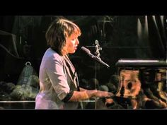 Norah Jones sings Forever Young - one of my favorite songs by one of my favorite artists.