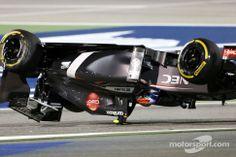 Gutierrez crashes with Maldonado (Bahrain 2014)