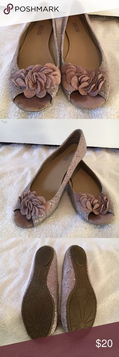 Cute Kenneth Cole flats!! Worn few times, in great condition! Very comfortable Kenneth Cole Reaction Shoes Flats & Loafers