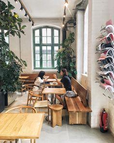 Bonanza Coffee Roastery in Berlin Berlin, Outdoor Furniture Sets, Outdoor Decor, Patio, Instagram, Coffee Break, Coffee Cups, Home Decor, Interiors