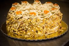 mocha apricot cake - with toasted almonds around the sides. Moka, German Bakery, Apricot Cake, German Bread, Mocha Cake, Toasted Almonds, First Birthday Cakes, Pastry Cake, Cakes And More
