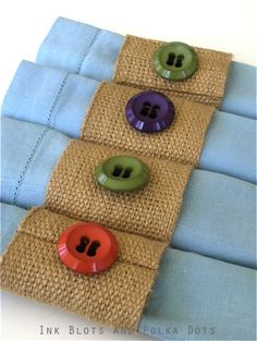 Ink Blots & Polka Dots: Napkin Rings from Jute Webbing Burlap Projects, Burlap Crafts, Sewing Projects, Diy Projects, Halloween Tisch, Home Crafts, Diy Crafts, Diy Buttons, Napkin Folding
