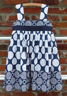 Een heel-snel-klaar-jurkje voor Elke Want ook boerinnetjes dragen graag jurkjes ;-) DIY Zoek een leuke damesrok ... Apron, Diys, Sewing, Fashion, Dress, Moda, Dressmaking, Bricolage, Couture