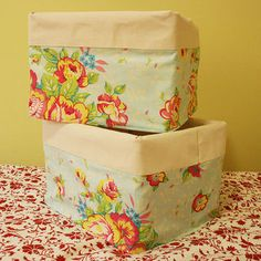 24 ideas for plastic crate diy ideas fabric covered Pretty Storage Boxes, Diy Storage Boxes, Pantry Storage, Fabric Storage, Craft Storage, Storage Ideas, Crate Bench, Crate Seats, Fabric Covered Boxes