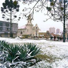 Praça Garibaldi 1975 ao fundo onibus da empresa Marechal.