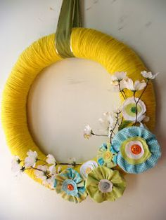 Love this bright version of a yarn wreath.