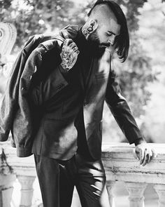 Photo: @ESTHERMARPHOTO Model: @EDWARTIGER  Look: @HUGOBOSS Muah: @CLAUDIAGUZMAN_88  Stylist: @CARMENBENAESTILISTA Beard Products: @FELLOWSEG  #alanpaine #muypersonalcomunicación #hugoboss #gentlemen #hipster #model #suit #beard #beardmodel #tattoos #tattooedmodel #fashion #work #autumn #fallwinter #edwartiger #fellowseg #fellowsessentialgentlemen by edwartiger