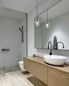 What a gorgeous bathroom! Love the simple design