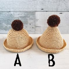 ドール用 ぽんぽん 麦わらボーラーハット・とんがり麦わら帽子です。レーヨン100%の糸で編みました。ぽんぽんはアクリル100%の毛糸です。A・ぽんぽん麦わらボーラーハット、B・ぽんぽんとんがり麦わら帽子のどちらかを購入オプションにてお選びくださいませ。ネ...
