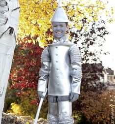 Remember the lovely tin man from The wizard of Oz?Try this creative costume idea, and make atin mancostumefor yourkids! Thisfunandcreative DIY costumecan be perfect for the nextHalloween or dress up partybecause ...