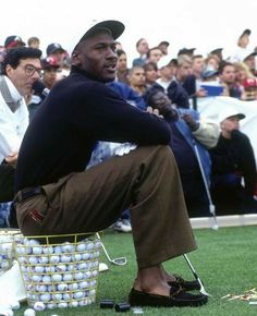 Michael Jordan Pictures, Jordan Photos, Nba Fashion, Golf Fashion, Michael Jordan Highlights, Jeffrey Jordan, Michael Jordan Basketball, Preppy Boys, Golf Wear