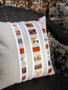 Just Another Hang Up: New Pillow Design... Love this design! Tutorial at: http://justanotherhangup.blogspot.com/2011/03/new-pillow-design.html