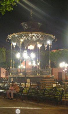kioskos  de mexico | Romance el la Plaza de Atotonilco .Los altos de Jalisco