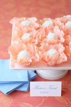 Create gorgeous flower truffle favors with Courtney's easy and clever DIY trick and delicious truffle recipe! Cake Pops, Macarons, Truffle Recipe, Recipe Box, Martha Stewart Weddings, Wedding Desserts, Deco Table, Cookies, Just Desserts
