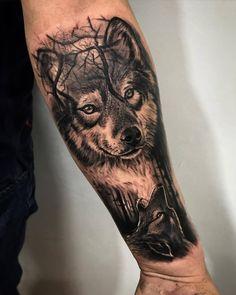 Lobo en blanco y negro. Raealizado por Franky Lozano Tattoo Valencia. Realistic tattoo black and grey.