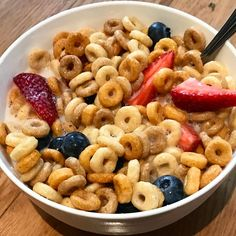 https://www.instagram.com/p/BPtYudYhw3a/ My stomach felt like poo poo after all that food yesterday.... just wanted some cereal for breakfast  #cheerios #almondmilk #fruit #berries #cereal mandeldryck mandelmjölk jordgubbar blåbär flingor mjölk bär