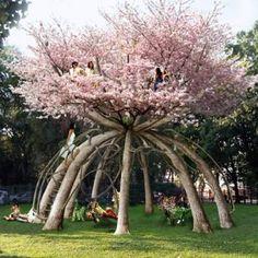 Förstår inte exakt hur det här går ihop, men coolt är det. A circle of trees will frame this hourglass-shaped hut