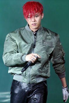 G-Dragon 지드래곤 (aka GD) from Bigbang 빅뱅 - MADE TOUR in 香港 150612~14