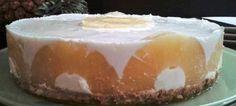 Tarta de piña con yogur...Esta tarta es muy suave, ligera y refrescante. Ideal para comer después de una comida copiosa y los días de calor.También...