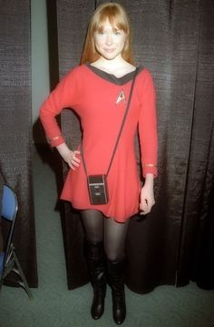 Molly Quinn in Star Trek costume and opaque tights Star Trek Cosplay, Molly Quinn, Star Trek Rpg, Star Wars, Batman Christian Bale, Star Trek Uniforms, Boots Talon, Star Trek Images, Leggings