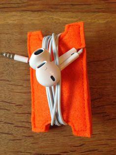 Kopfhörer Aufbewahrung in Orange. Einfach genial. Nie mehr den Kopfhörer in der Handtasche suchen. www.karobluemchen.blogspot.de