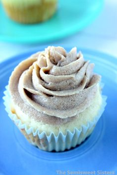 Brown Sugar Frosting made without powdered sugar - Donut Decor Powered Sugar Frosting, Frosting Without Powdered Sugar, Cream Donut Recipe, Sour Cream Donut, Icing Recipe For Cake, Frosting Recipes, Cake Icing, Eat Cake, Donut Recipes