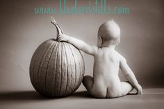 6 month portrait---pumpkin butt :) aww I want to do this! Fall Baby Pictures, Baby Boy Photos, Fall Family Photos, Newborn Pictures, Fall Pics, Children Photography, Newborn Photography, 6 Month Baby Picture Ideas, My Bebe