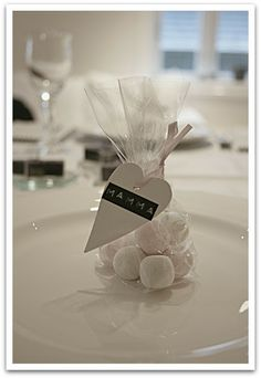 LIVET I TRETTIFEM: februar 2012 Wedding Favours, Wedding Centerpieces, Party Favors, Wedding Decorations, Etsy Wedding Signs, Diy Wedding, Wedding Gifts, Decoration Christmas, Decoration Table