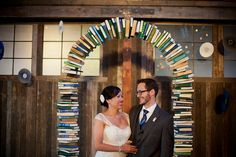 Book arch in book themed wedding, maybe interspersed with real roses and roses made out of pages? Library Wedding, Wedding Book, Dream Wedding, Geek Wedding, Wedding Album, Book Arch, Wedding Ceremony Arch, Wedding Arbors, Wedding Canopy