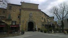de hoofdtoegangspoort Porta San Giusto