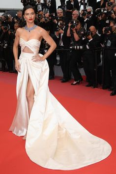 Adriana Lima attends the screening of 'Burning' during the annual Cannes Film Festival at Palais des Festivals on May 16 2018 in Cannes France Adriana Lima, Top Models, Irina Shayk, Claudia Schiffer, Celebrity Red Carpet, Celebrity Style, Curvy Petite Fashion, Palais Des Festivals, Kendall Jenner Outfits