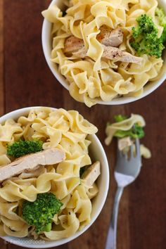 Skinny Chicken Broccoli Pasta Alfredo Author: Yumna J. Prep time: 20 mins Cook time: 20 mins Total time: 40 mins Skinny Chicken & Broccoli Pasta Alfredo that uses no-yolk noodles with no cholesterol and low calorie cheese wedges for healthy, rich & creamy yumminess RECIPE: http://feelgoodfoodie.net/skinny-chicken-broccoli-pasta-alfredo/